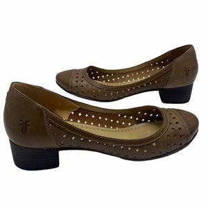 Frye Carsons Perforated Low Heel Fawn